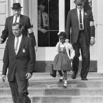 Ruby Bridges intègre un école d'enfants blancs, le 14 novembre 1960. Elle est escorté par les Marshals.